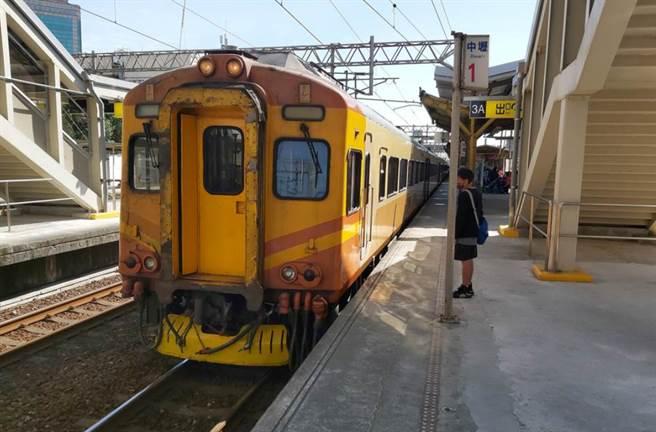 一名確診者曾搭乘台鐵,從板橋一路坐到台南。(圖非當事人。資料照)