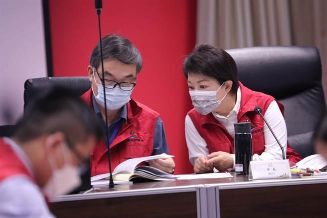 台中市15日上午針對三級警戒預作兵棋推演,下午將召開緊急會議說明確診者足跡。(馮惠宜攝)