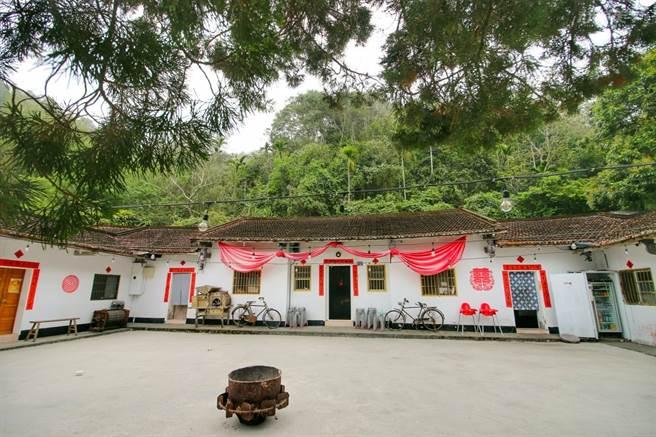 老三合院是阿豪成長的地方,如今改造為阿爸食堂。(圖/行遍天下提供)