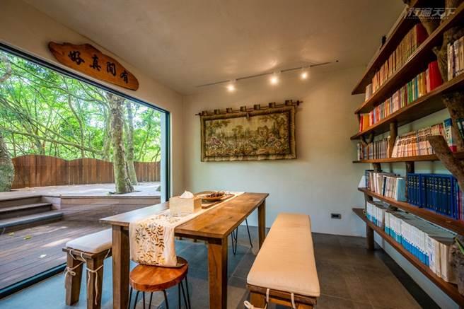 園區有間小書房,讓旅人能靜心享受閱讀。(圖/行遍天下提供)