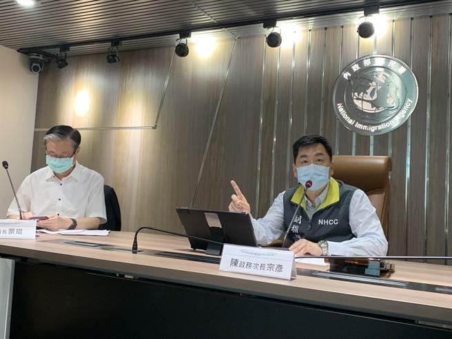 內政部政務次長陳宗彥前往移民署視察,並指示應落實防疫政策。(戴志揚翻攝)
