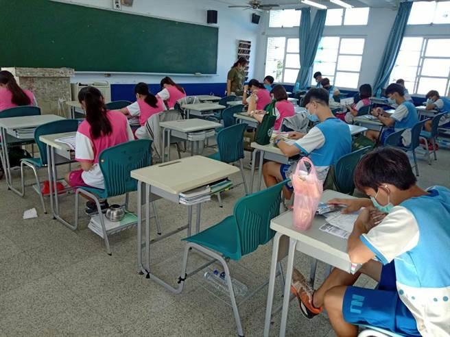 國中會考首日,屏東8名考生出現發燒等症狀。(屏縣府提供/謝佳潾屏東傳真)