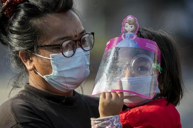 雖然英國為出現印度變種病毒病例最多的國家,但這是因為該國有作基因序列並速度較快;更需要擔心的是尼泊爾等南亞諸國。(圖/美聯社)