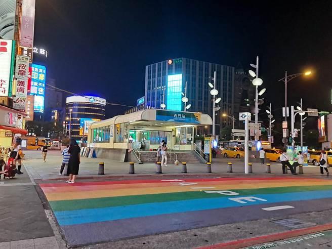 原本遊客眾多的西門捷運站,週六晚上人潮銳減,讓許多網友相當驚訝。(圖/張哲生提供)