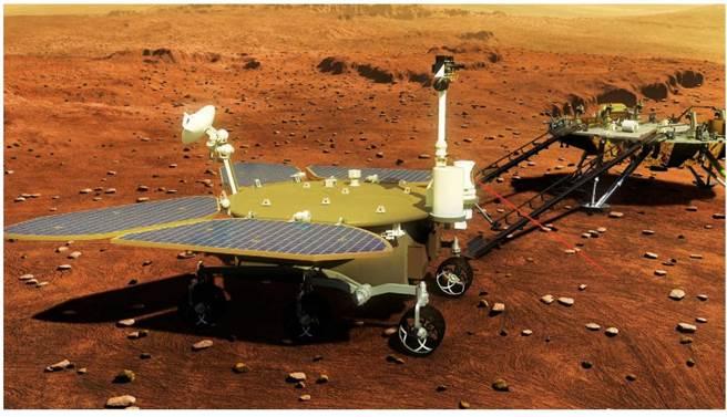 1970年代大陸才發射首顆衛星,現在就已成功登陸火星,緊追美國為世界上第2個成功登陸火星的國家,其太空工業追趕速度非常驚人。圖為祝融火星探測車工作想像圖。(圖/新華社)