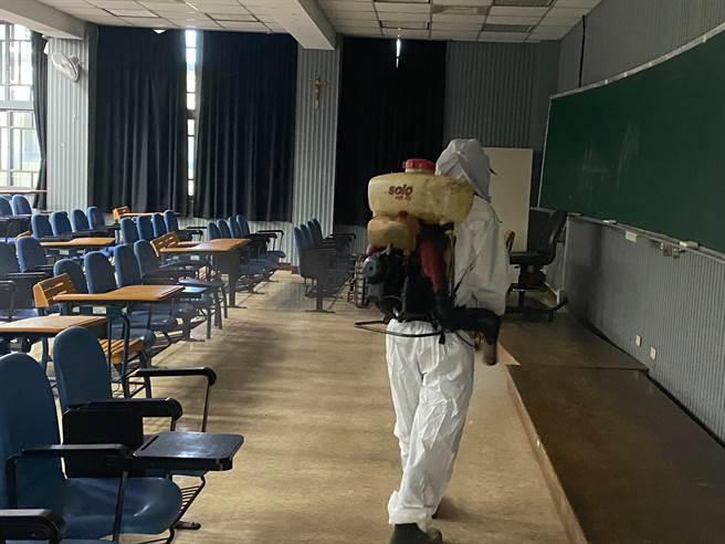輔大進修部1學生確診 校方籲:非必要不要出門(輔大提供/戴上容新北傳真)