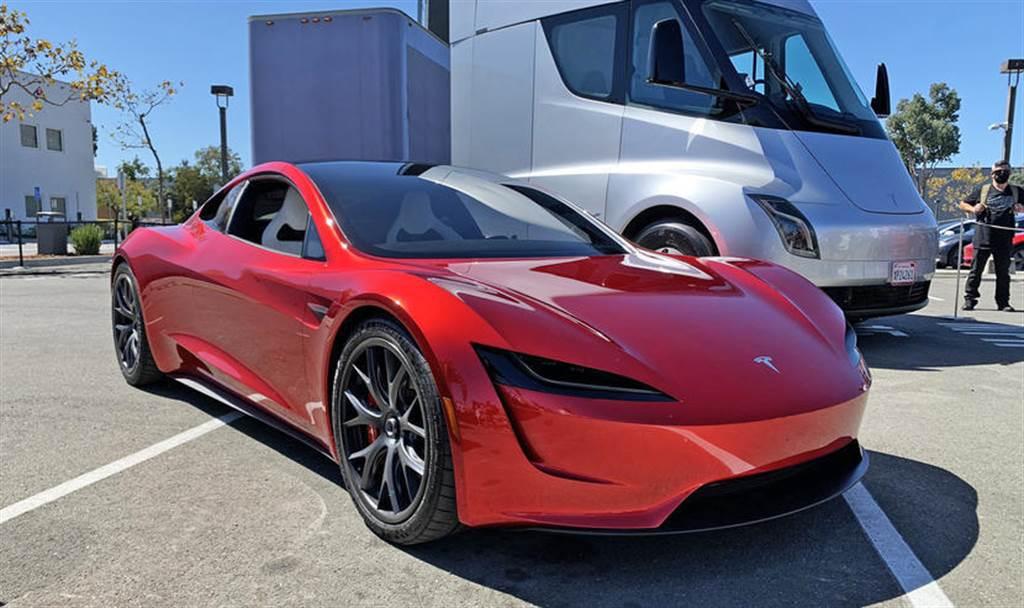 明年量產的電動超跑:特斯拉將在洛杉磯展示 Roadster 2 原型車