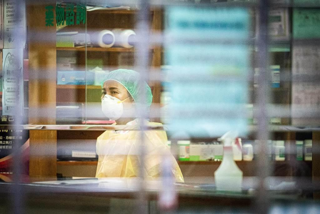 高雄鳳山區仁惠婦幼醫院傳出院內60歲、行政職男員工確診,市長陳其邁下令全院清空。(袁庭堯攝)