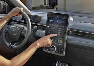 福特也學特斯拉用 OTA 更新加入車載遊戲,還額外奉送 Alexa 語音助理
