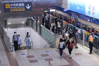 雙北升級首個上班日 北捷、台鐵現場狀況曝光