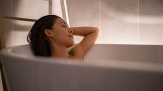 女子泡澡水龍頭冒出「兩條神祕黑線 」彎腰一看頭皮發麻
