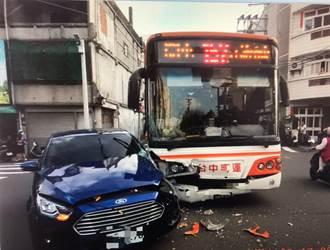 大甲公車、轎車相撞 女高中生與媽媽受傷