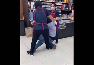 她口罩不戴好硬闖全聯 超扯畫面曝光惹眾怒:店員兼保全?