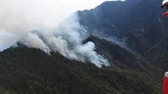 八通關杜鵑營地大火燒快2天還再擴大 直升機日月潭取水灌救