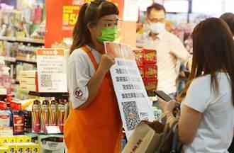 奇葩婦不肯戴口罩還襲胸正義女 眾人怒:罰15000加性騷