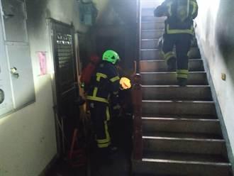 民雄集合住宅1樓起火 消防人員線上指導如何阻濃煙