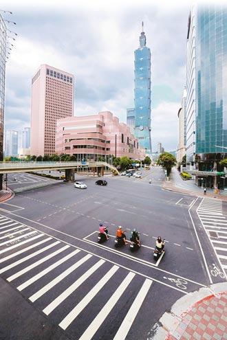 門診降載 醫護強制採檢 單日本土新增206例 各縣市擬設快篩站