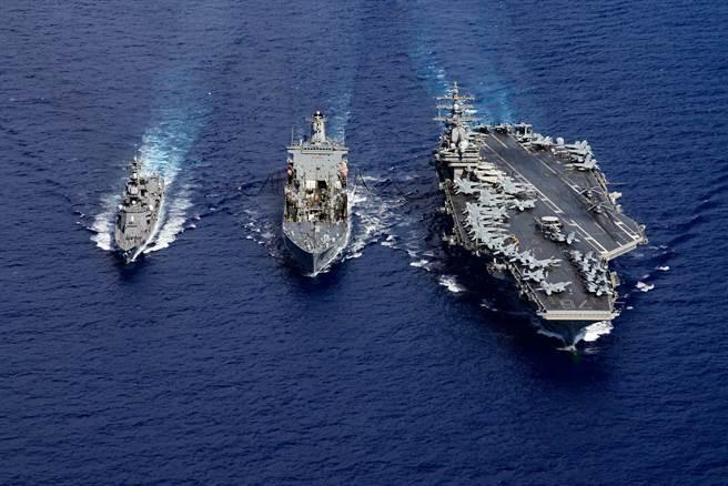 美海軍不僅艦艇總噸位大,艦艇性能先進,而且有很高的戰備水準。也是目前唯一具有全球投射能力的海權力量。圖為雷根號航母戰鬥群在南海演練。(圖/美國海軍)