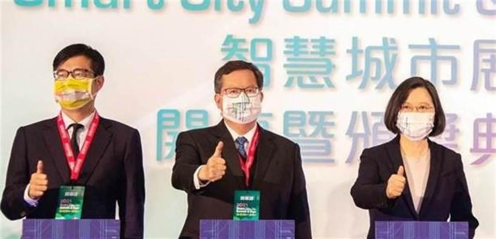 高雄市長陳其邁(左)、桃園市長鄭文燦(中)、總統蔡英文(右)。(圖/資料照,台北市政府提供,張立勳台北傳真)
