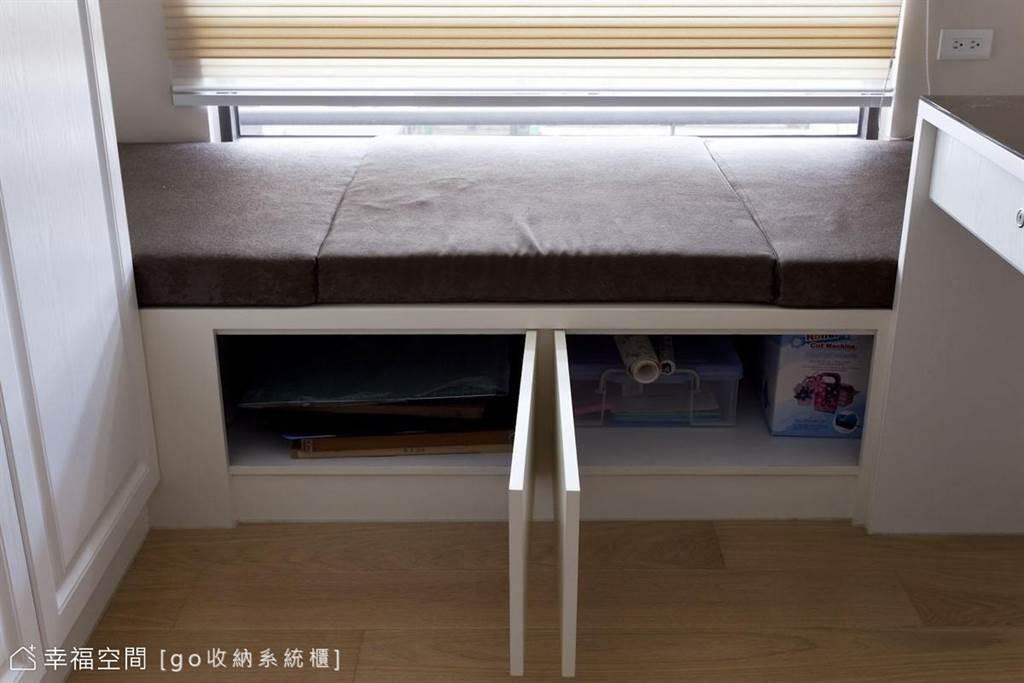 比如在床下、床側作收納抽屜,或是在收納櫃的設計可以兼具座位或臥榻的機能。(圖片提供/go收納系統櫃)