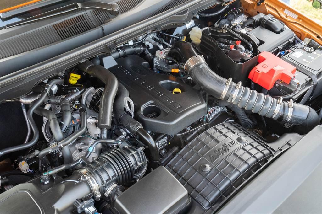動力搭載2.0L柴油引擎,符合歐盟六期規範。