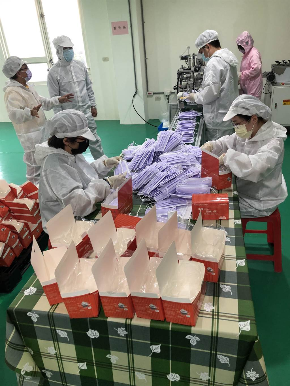 衛廉醫療口罩優先提供金門鄉親,有餘量再供應台灣或外銷,也規畫在恢復「小三通」後進軍大陸沿海城市。(李金生攝)