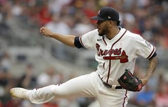 MLB》怒拳打碎自己手骨 勇士伊諾亞掛3個月傷兵