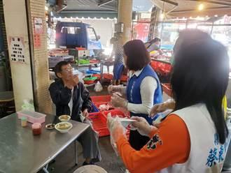 急買菜防疫卻忘戴口罩 張麗善到斗南菜市場發口罩