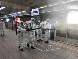 國軍33化學兵群擴大支援 挺進北市重要交通場站清消