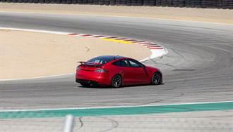 車尾有秘密武器!Model S Plaid 再寫 Laguna Seca 賽道最速電動車紀錄