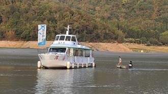 日月潭支援發電水位創新低!降至734公尺 遊艇擱淺了