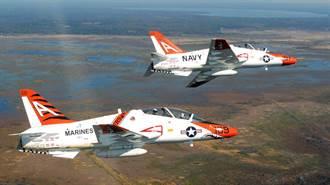 美海軍T-45教練機空中相撞 1飛官受傷