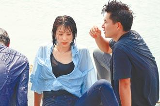 賴雅妍水中狂尖叫 王傳一視訊煲親情
