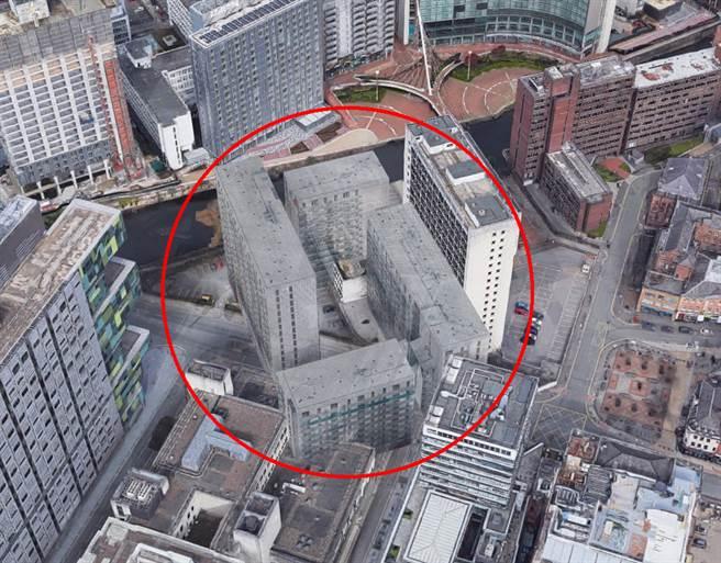 英國女網友意外發現,有4棟「幽靈大樓」竟矗立在街景圖中,但實際上當地根本沒有類似大樓。(圖/翻攝自Google地圖)