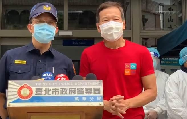 北市議員鍾小平今會同萬華警分局長張隆興舉行記者會。(黃婉婷攝)