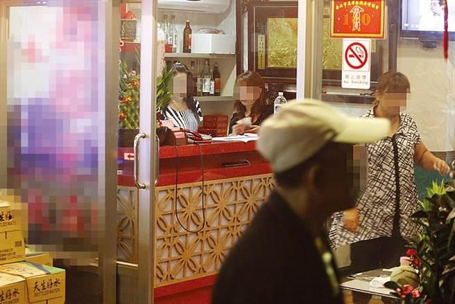 萬華茶室是這波疫情風暴中心,卻傳出一名茶室老闆娘未被匡列,已有症狀還得自己搭公車跑3間醫院才完成快篩。(中時資料照)