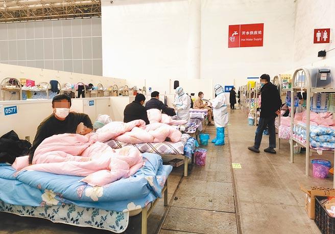 圖為漢陽方艙醫院位於武漢國際博覽中心,是專門收治新型冠狀病毒肺炎感染輕症患者的方艙醫院。(中新社)