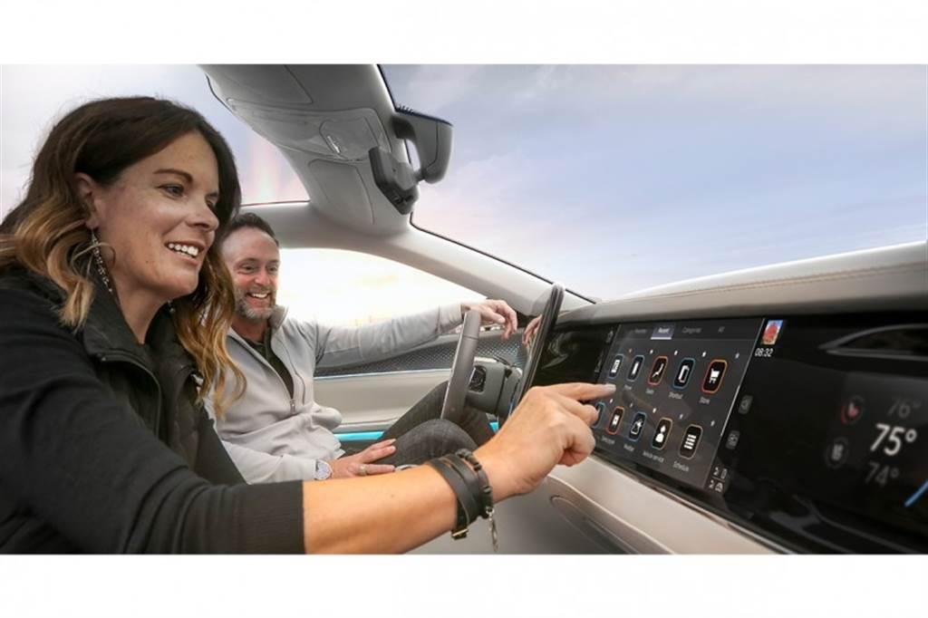 主攻智慧座艙及先進車聯網服務,鴻海攜手Stellantis合資成立Mobile Drive