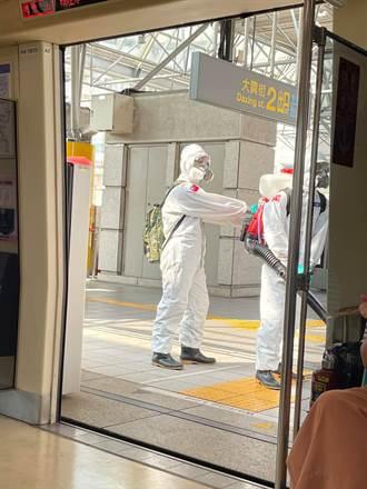 台北捷運大消毒!化學兵值勤照片曝 網狂喊辛苦了