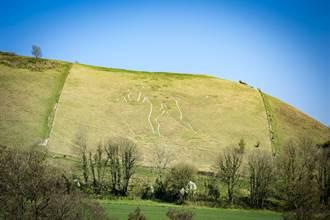 英國裸體巨人像謎團解開 考古學家:原本可能有穿褲子
