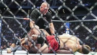 摔角》美摔角手遭對方點燃褲檔 火蔓延全身痛到哀嚎打滾