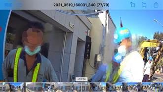 高雄3男路邊施工未戴口罩 遭警開單通報衛生局
