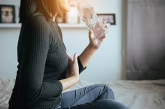 輕症確診者務必多喝水 染疫患者營養照護全攻略