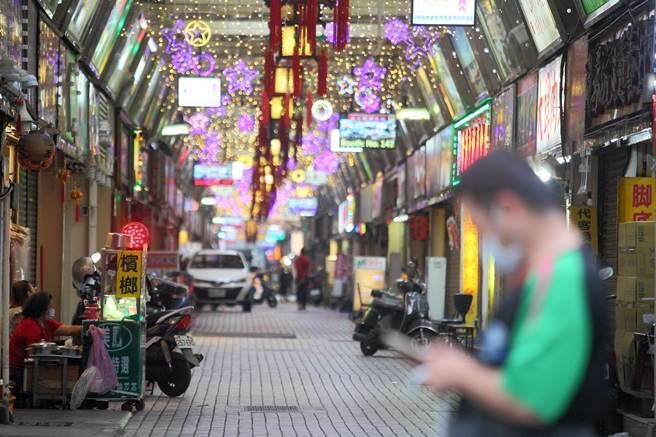 華西街夜市受到疫情影響,許多商家紛紛暫停營業。(本報系資料照,張鎧乙攝)