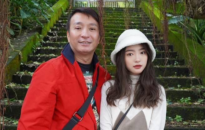 王中平和18岁爱女韩菲。(图/FB@王中平和余皓然爱的小屋)