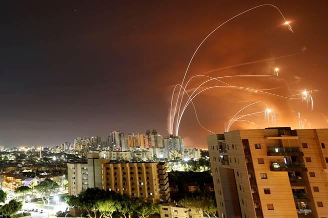 以色列-加薩衝突中的猛烈空襲和火箭襲擊,使得雙方今天看到更多死傷。