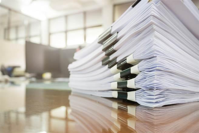 停辦四技二專技優甄審入學到校指定項目面試甄審,改由「備審資料審查」方式評比。(示意圖/shutterstock提供)