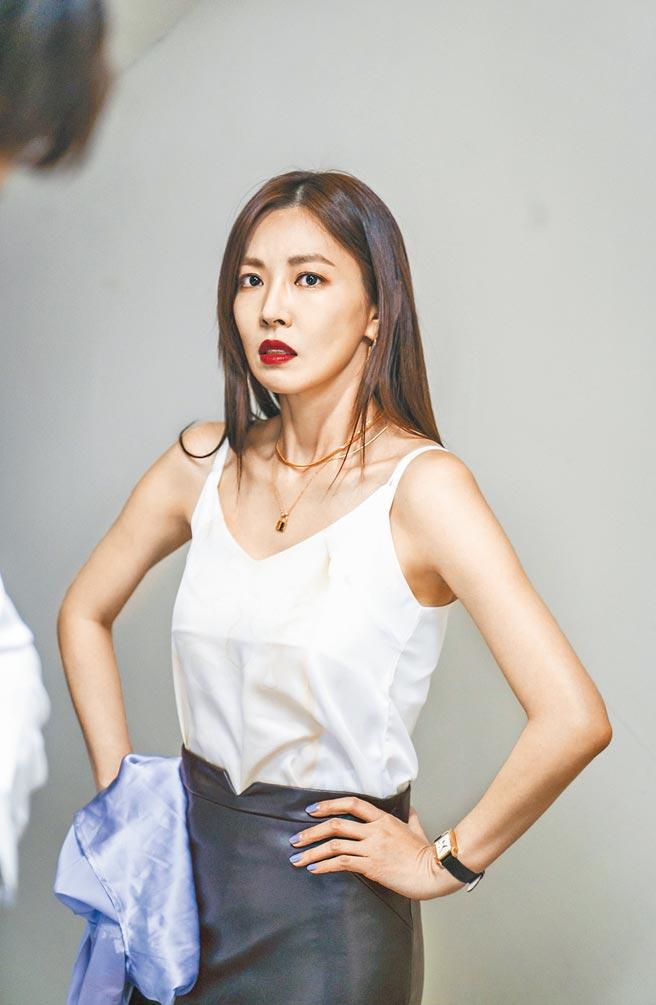 金素妍在《世上最漂亮的女兒》中飾演事業女強人。(中天娛樂台提供)