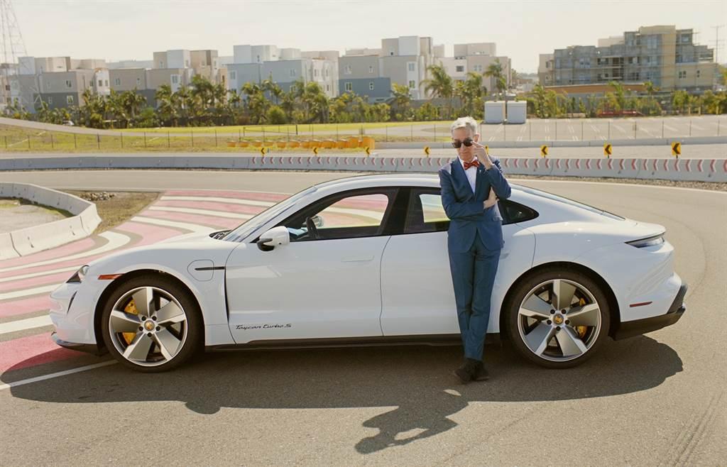 保時捷特別邀請美國知名工程師與科學教育家科學大哥Bill Nye 來到加州保時捷體驗中心(Porsche Experience Center),向大家解說保時捷純電跑車Taycan背後的獨特科技。