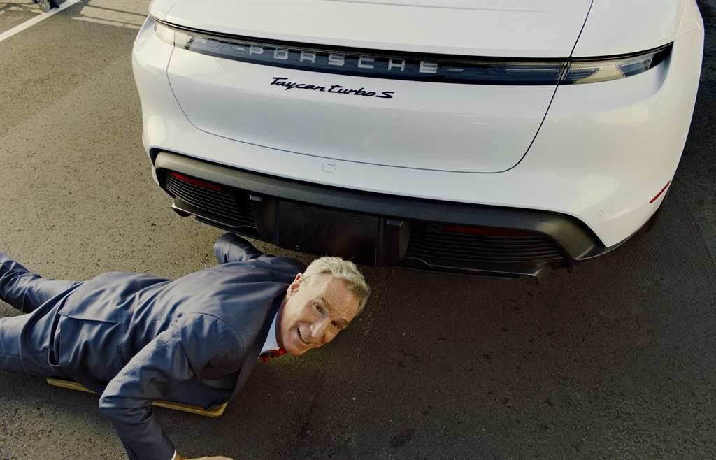 科學大哥Bill Nye受保時捷之邀拍攝五支影片,解說保時捷純電跑車Taycan背後的獨特科技。